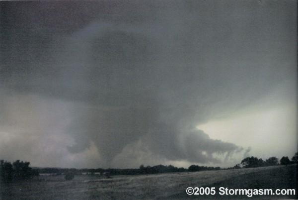 http://stormgasm.com/6-9-05/pics/6.9.05.6.jpg